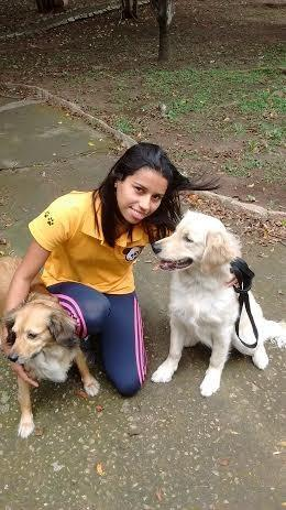 Paula Batista é dog walker em SP